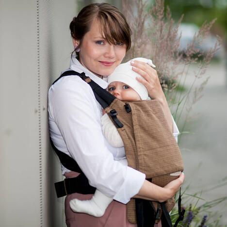 Storchenwiege-BabyCarrier-Cafe-Image-01